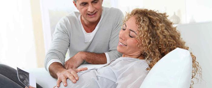 mujer-embarazada-y-su-pareja